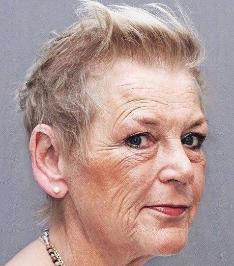 +20 meilleures images de coupe de cheveux court femme 70 ans avec lunettes - LiloBijoux - Bijoux ...