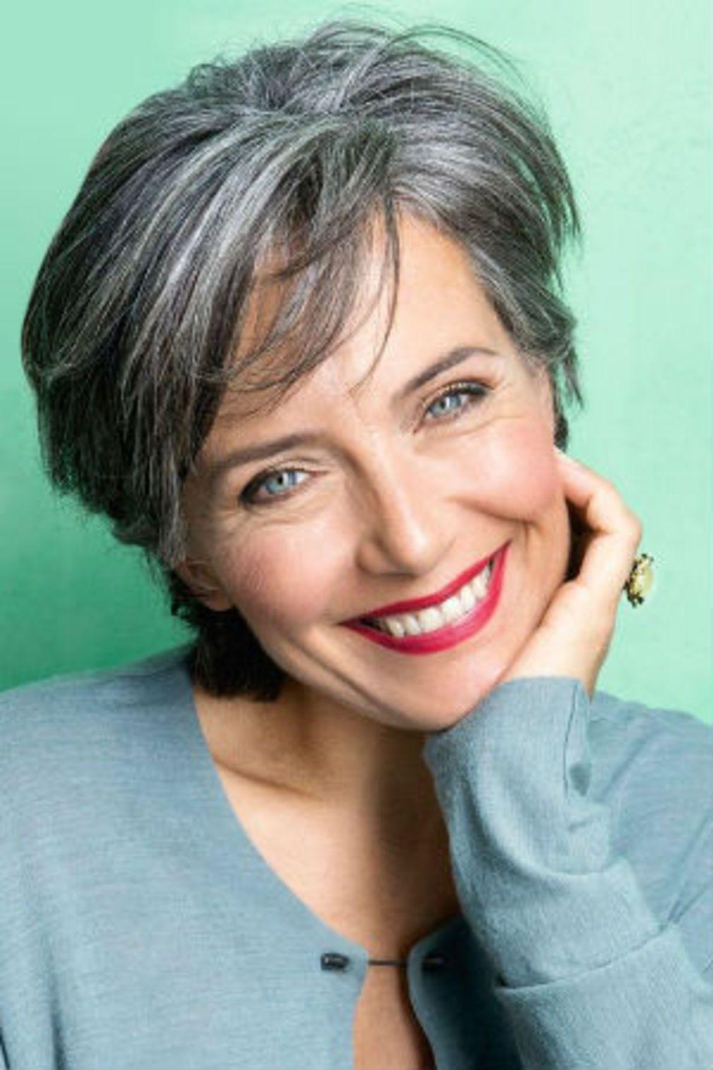 Liste : Les +20 belles photos de coiffure femme cheveux gris 2020 - LiloBijoux - Bijoux Fantasie ...