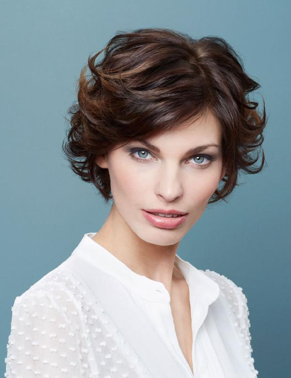 Coiffure coupe courte et effilée - Femme cheveux courts