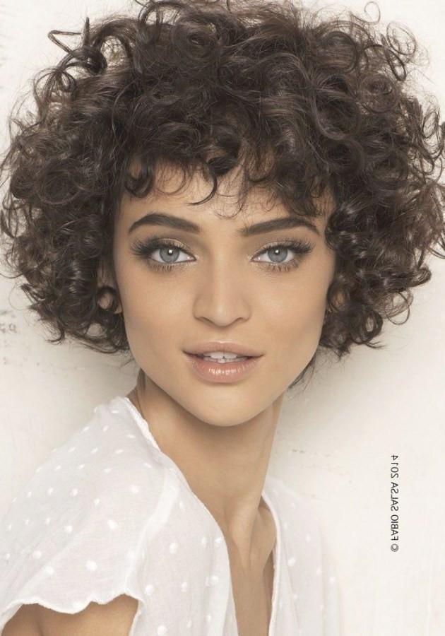 +20 meilleures images de coiffure femme frisée mi-long - LiloBijoux - Bijoux Fantasie tendances ...