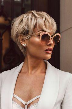 coiffure courte wavy femme